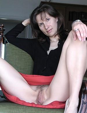 MILF Spreading Porn Pictures