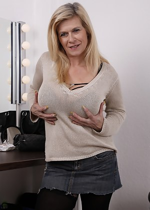MILF Jeans Porn Pictures
