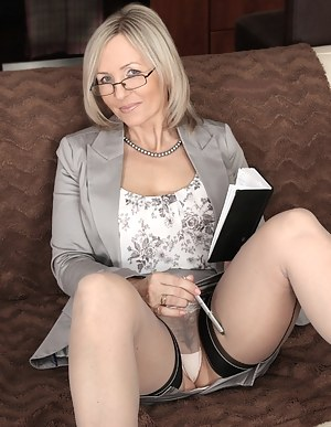 MILF Upskirt Porn Pictures