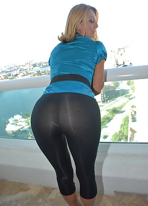 Porn in yoga pants