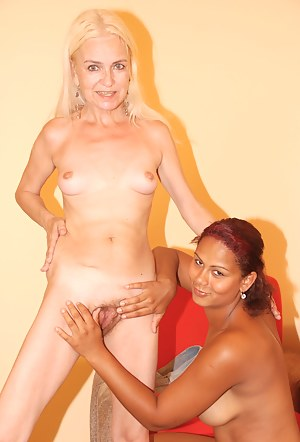 Lesbian MILF Interracial Porn Pictures